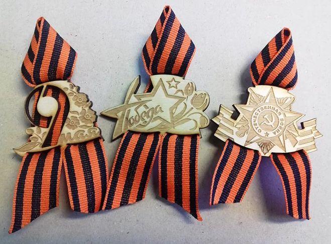084706 Георгиевская лента с деревянным значком